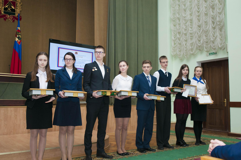 Лауреатов губернаторской премии «Достижения юных» и премии президента по поддержке талантливой молодежи наградили в Кемерове